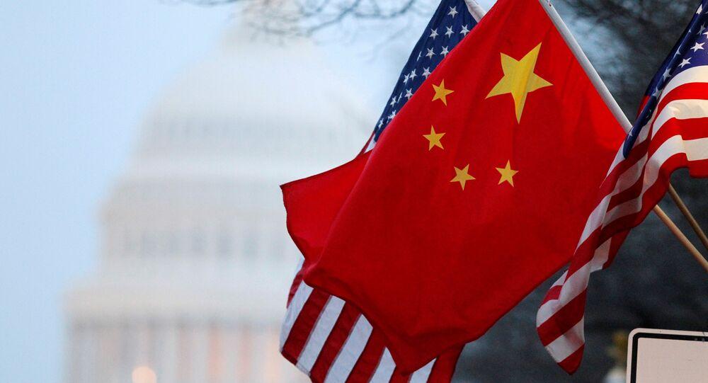 Les drapeaux de la Chine et les États-Unis