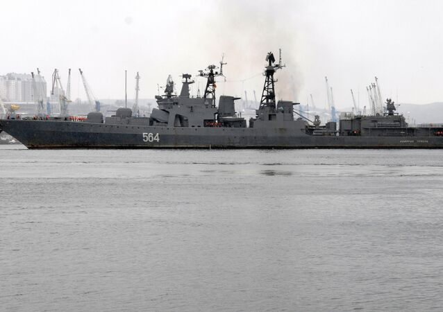 Le destroyer russe Admiral Tributs
