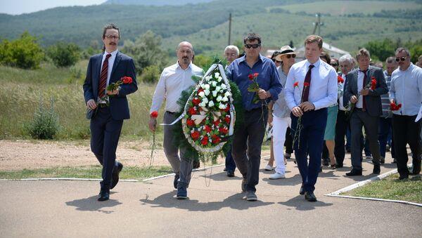 Делегация Италии почтила память погибших предков в Крымской войне под Севастополем - Sputnik France