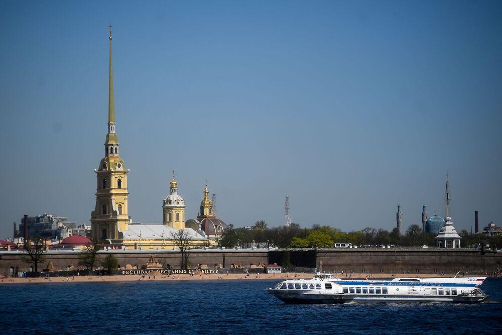 Sur la photo: la forteresse Pierre-et-Paul de Saint-Pétersbourg.