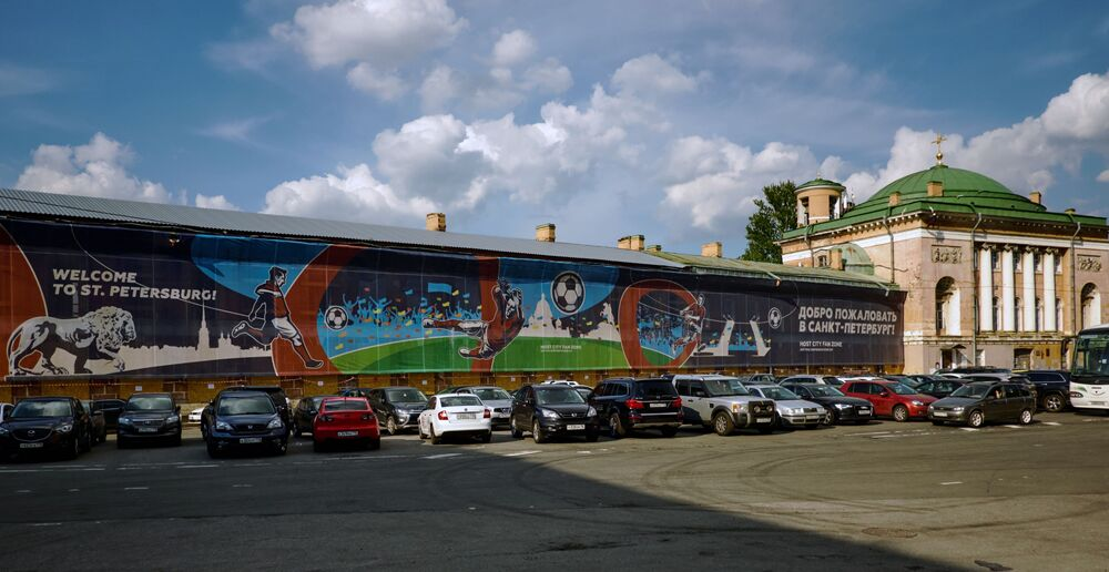 La fan-zone de la Coupe du Monde de football 2018 sur la place Konuchennaïa à Saint-Pétersbourg.