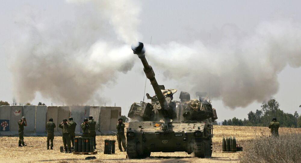Un char israélien tire contre la bande de Gaza