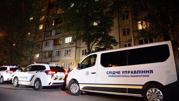 La police et les journalistes devant la maison de Kiev où le journaliste Arkadi Babtchenko - Sputnik France
