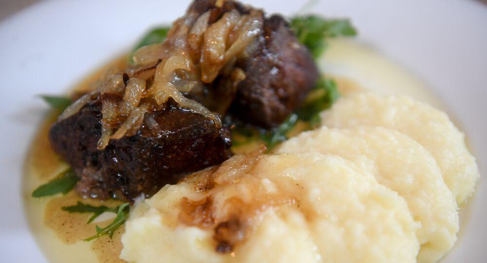 Foie de veau et sa purée de pommes de terre à l'oignon caramélisé au restaurant Tchaïkovsky