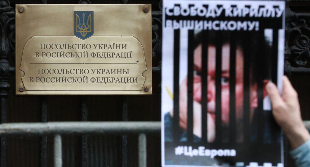 Le journaliste arrêté Vychinski