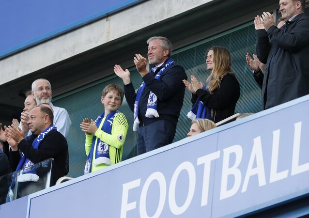 Chelsea FC owner Roman Abramovich, center, applauds at the end of the English Premier League last round soccer match between Chelsea and Sunderland at Stamford Bridge stadium in London, Sunday, May 21, 2017
