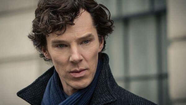 Benedict Cumberbatch protagoniza al detective Sherlock Holmes en la serie televisiva 'Sherlock' - Sputnik France