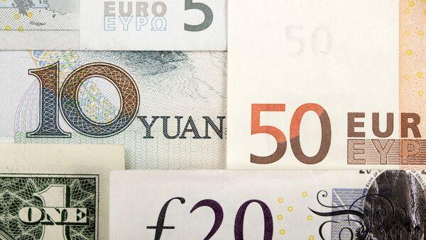 Billetes de euro, dólares estadounidenses, libras y yuanes - Sputnik France