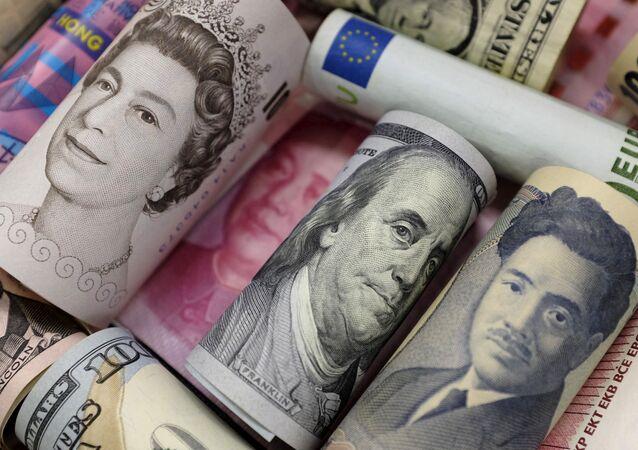 Euros, dollars de Hong Kong, dollars américains, yens japonais, livres sterling et yuans chinois