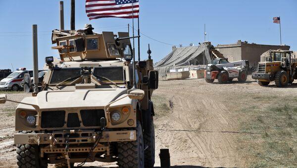 Un véhicule militaire US à Manbij - Sputnik France