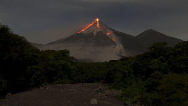 Le volcan Fuego (Guatemala) - Sputnik France