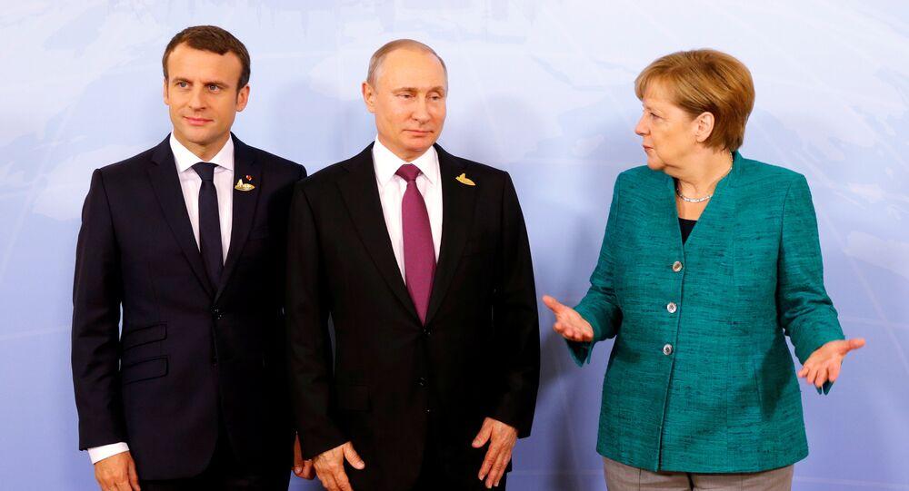Emmanuel Macron, Vladimir Poutine et Angela Merkel (archives photo)