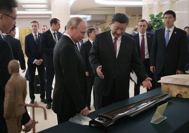 Poutine en visite officielle à Pekin