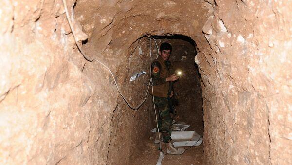 Un tunnel creusé par des terroristes de Daech près de Mosul (image) - Sputnik France