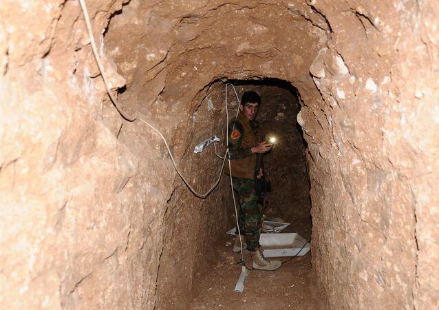 Un tunnel creusé par des terroristes de Daech près de Mosul (image)