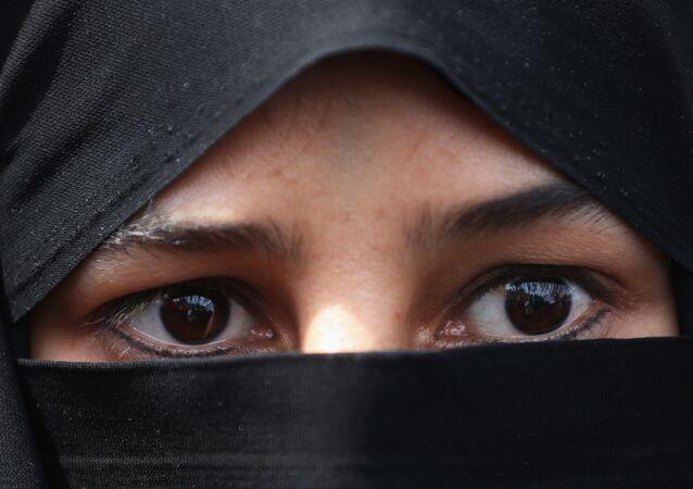 Une femme en hijab