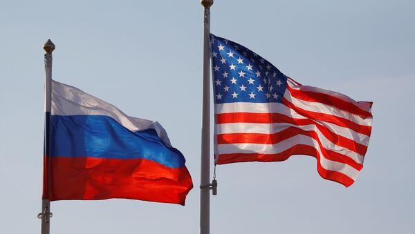 Drapeaux russe et américain (image d'illustration) - Sputnik France