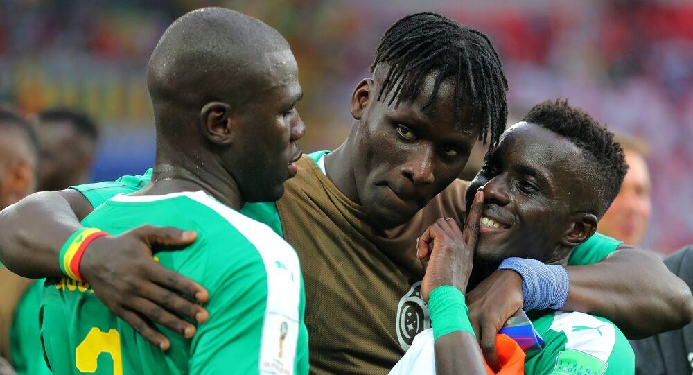 Les Lions sénégalais ne font que deux bouchées de la Pologne, leurs fans rugissent de joie