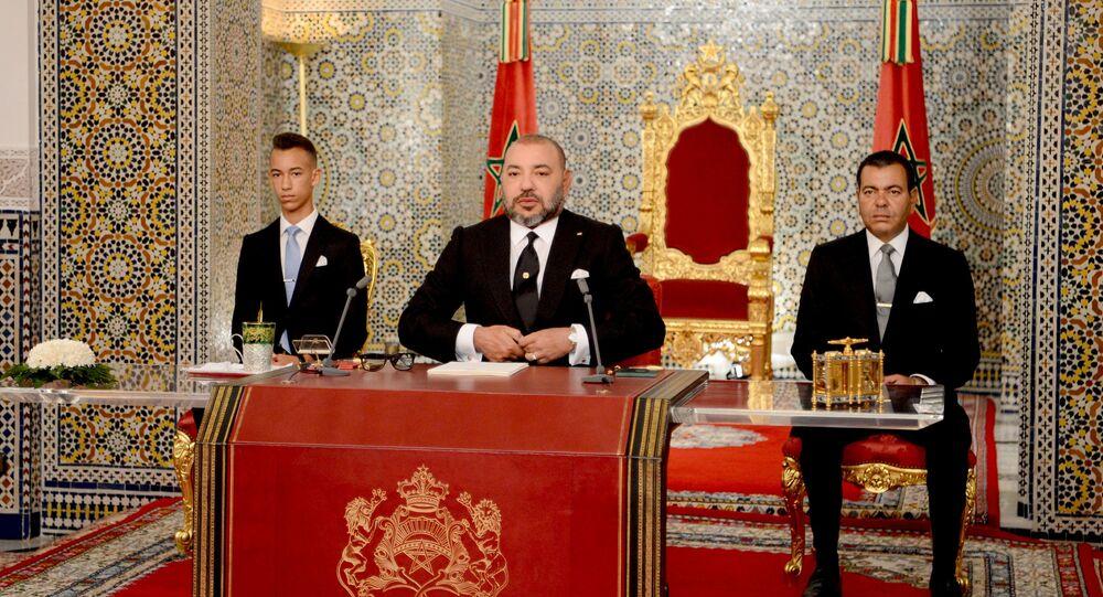 Le roi Mohammed VI accompagné de l'héritier du trône Moulay EL Hassan