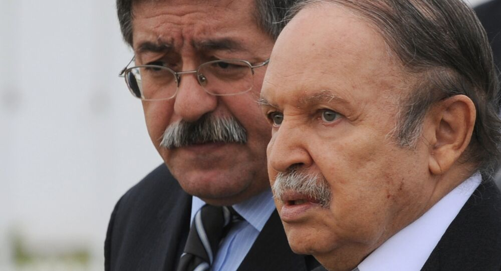 Le Président algérien Abdelaziz Bouteflika et son Premier ministre Ahmed Ouyahia