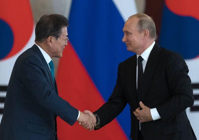 Vladimir Poutine et Moon Jae-in
