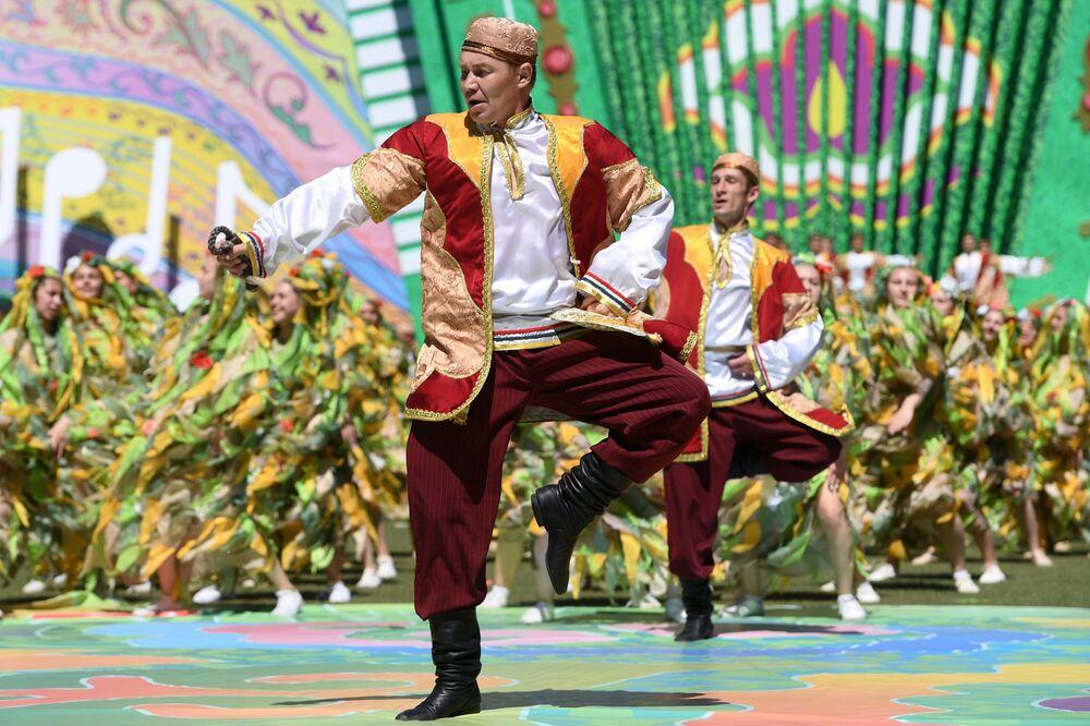 Sabantuy, festival national tatar, à Kazan