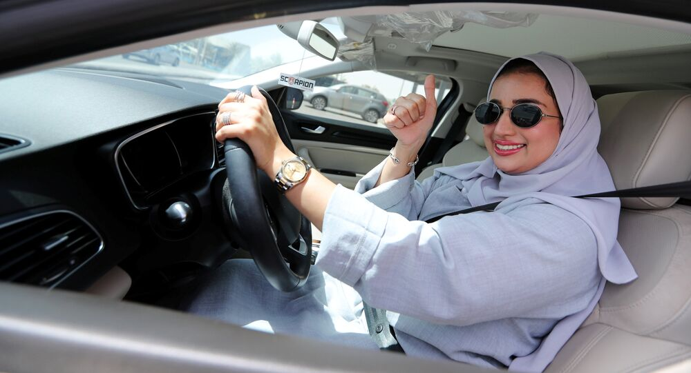 Zuhoor Assiri conduit sa voiture en Arabie saoudite