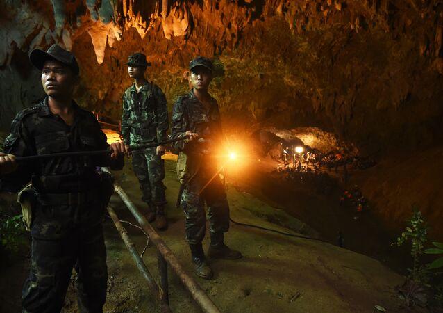 Des soldats thaïlandais lors de l'opération de sauvetage