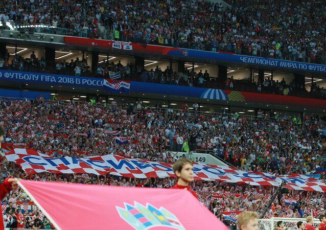 une bannière de 50 m sur laquelle est écrit en russe «Merci la Russie»