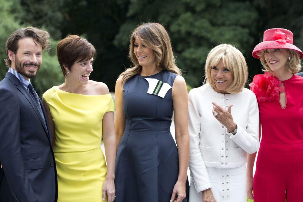 La Première dame des États-Unis Melania Trump (au centre) avec les épouses des dirigeants européens lors d'une rencontre en marge du sommet de l'Otan, Bruxelles, 2018.