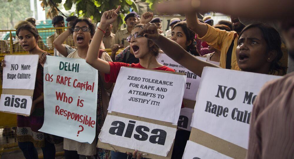 Des INdiennes protestent contre les viols