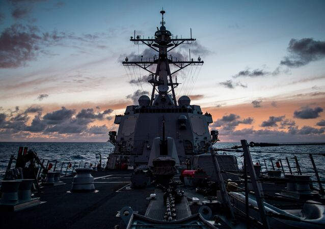 Le destroyer USS Dewey lors des exercices RIMPAC