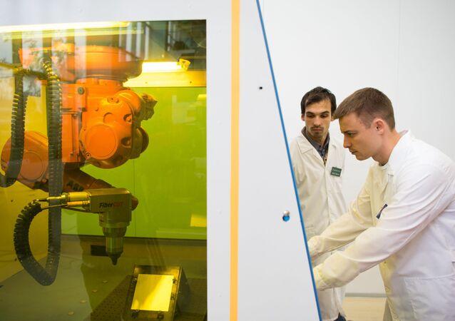 Une installation laser dans un laboratoire du MEPhI