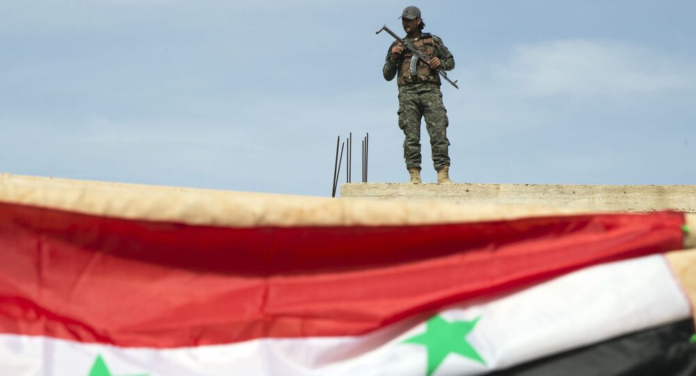 Un soldat syrien près de Hama, Syrie