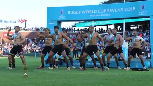 Le haka torse nu incendiaire des All Blacks, champions du monde de rugby à VII - Sputnik France