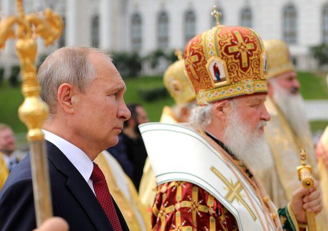 Президент РФ В. Путин принимает участие в торжественных мероприятиях по случаю 1030-летия Крещения Руси