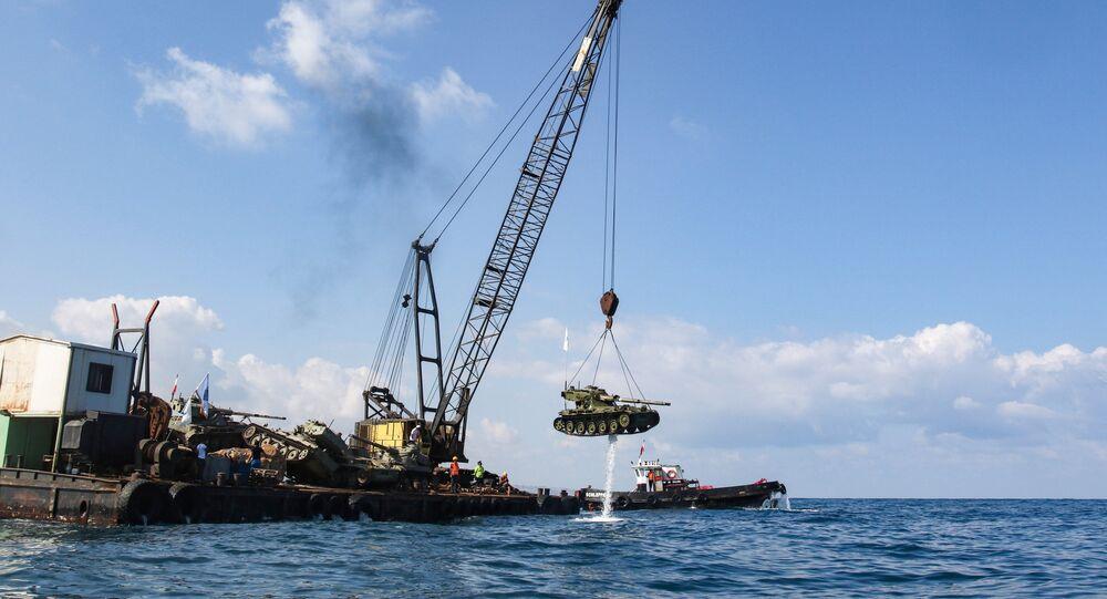 Une dizaine de chars immergés dans la mer au Liban avec leurs canons pointés vers Israël
