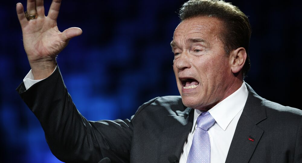 États-Unis : Schwarzenegger brandit l'épée de Conan contre Trump