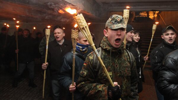 Une marche aux flambeaux des nationalistes ukrainiens - Sputnik France