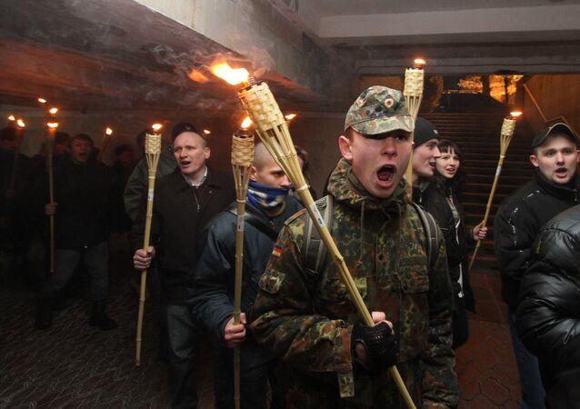 Une marche aux flambeaux des nationalistes ukrainiens