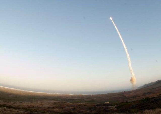 Un tir de missile Minuteman III depuis la base de Vanderberg