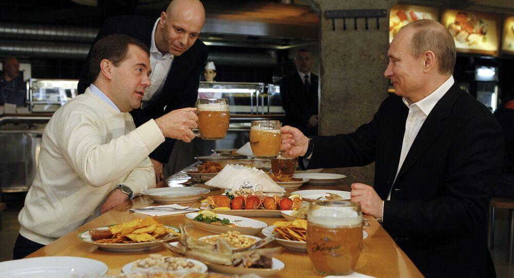 Dmitri Medvedev et Vladimir Poutine le 1er mai 2012