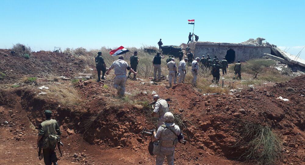 Le drapeau de la Syrie flotte de nouveau à sa frontière avec Israël