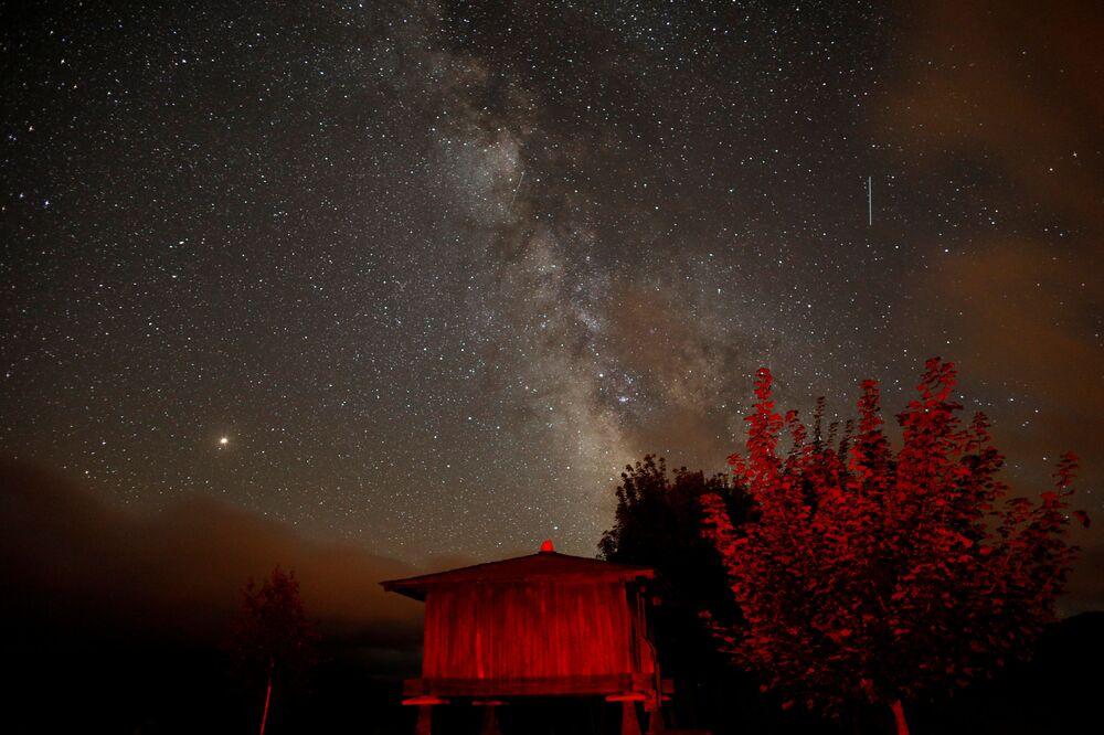 La pluie d'étoiles filantes des Perséides