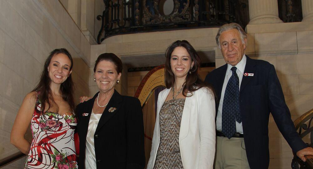 La famille Strozzi (de gauche à droite): Natalia, Irina, Irina (fille) et Girolamo Strozzi
