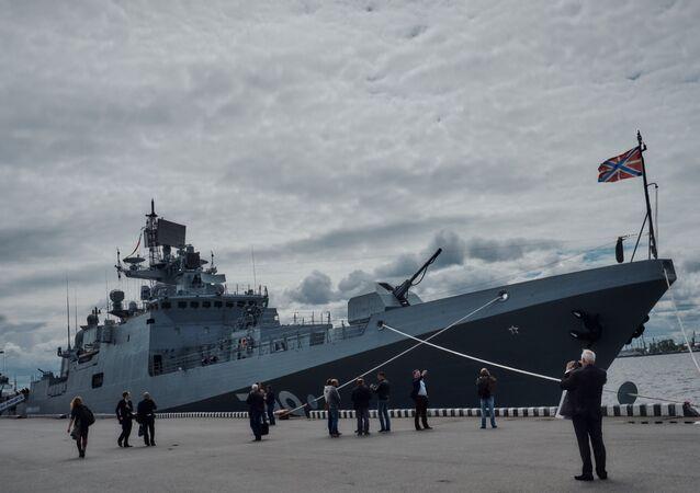 La frégate Amiral Makarov au salon naval de Saint-Pétersbourg