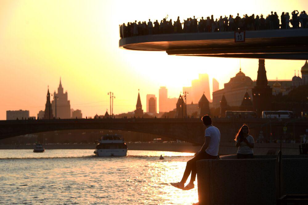Le pont flottant du Parc Zariadié à Moscou.