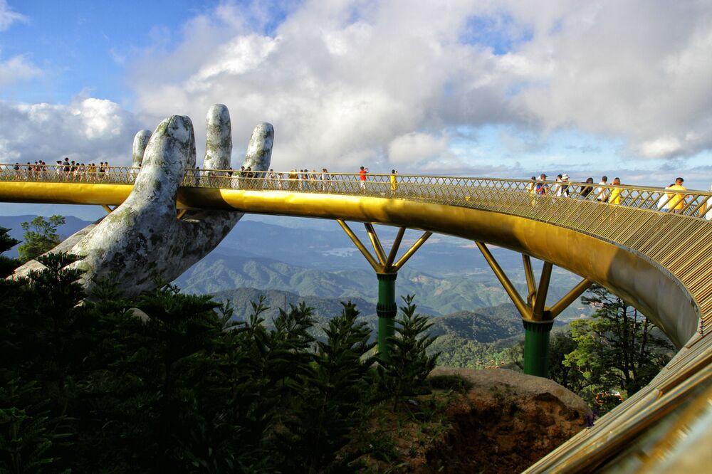 Le «pont Doré» (Cau Vang en vietnamien) de 150 mètres de long à Ba Na Hills, au Vietnam.