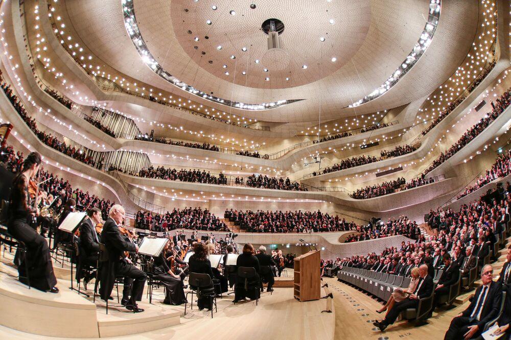 À l'intérieur de la Philharmonie de l'Elbe à Hambourg, en Allemagne.