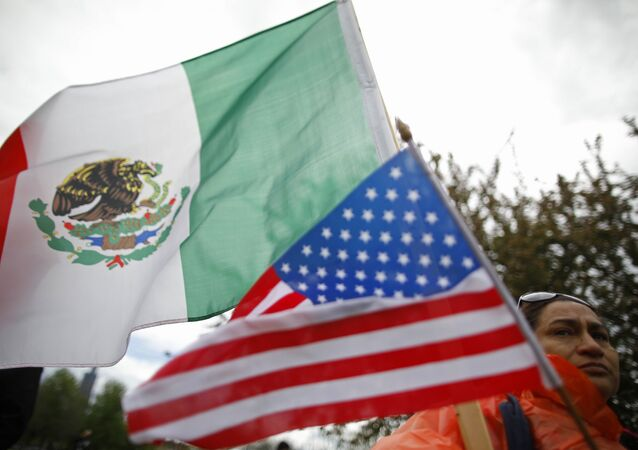 les drapeaux du Mexique et des Etats-Unis